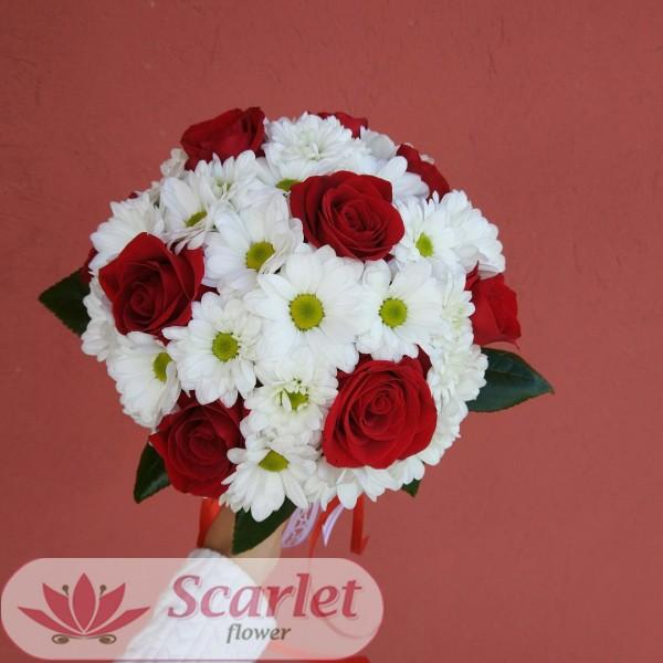 Букеты, букет невесты красные розы и хризантемы