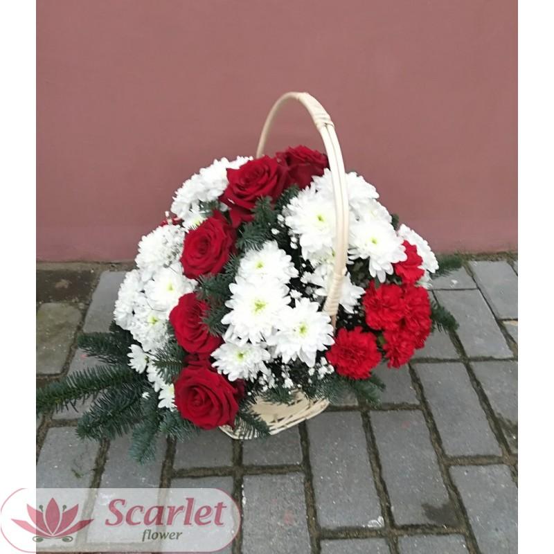 Корзина с хризантемой и розами