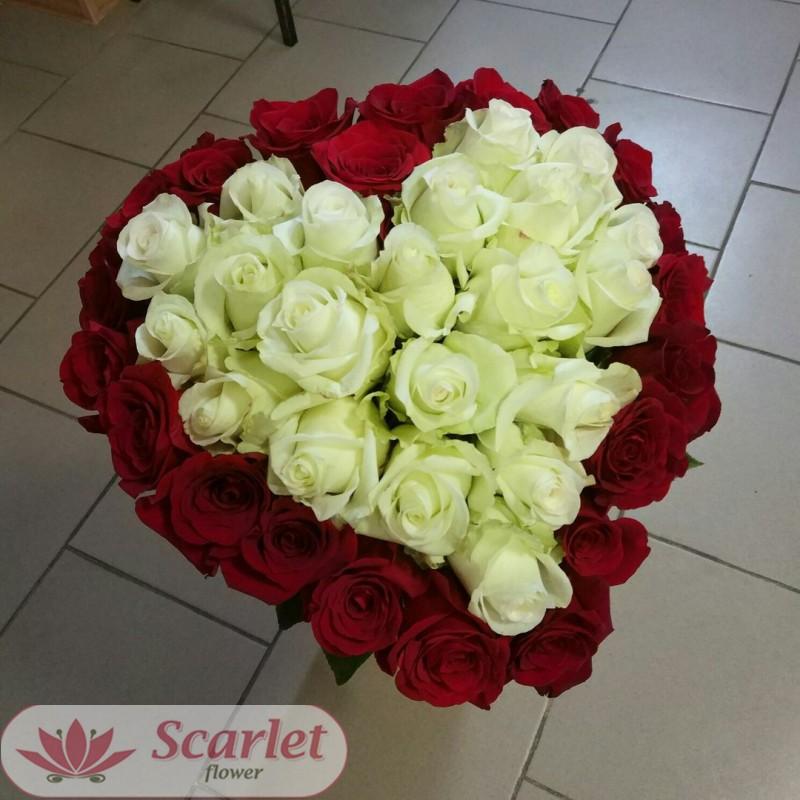 Букет 51 роза в форме сердца